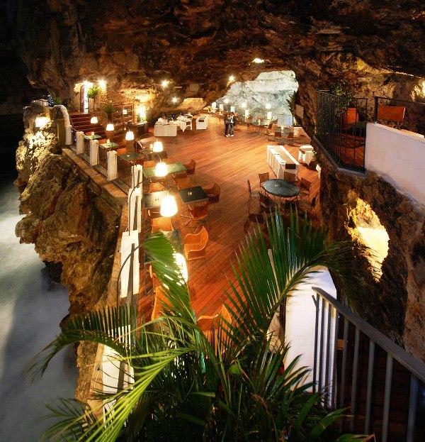 Cum arat terasa restaurant amenajat ntr o pe ter for Grotta palazzese restaurant menu