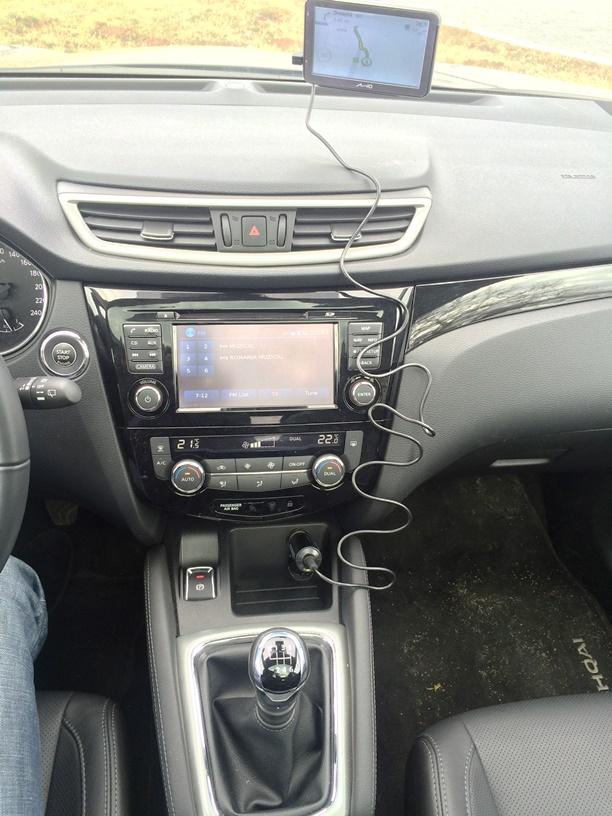 Nissan Qashqai consola centrala