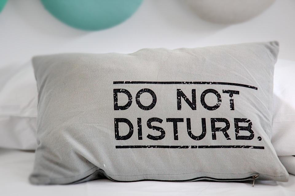 10 lucruri din dormitor care te îmbolnăvesc şi fac rău