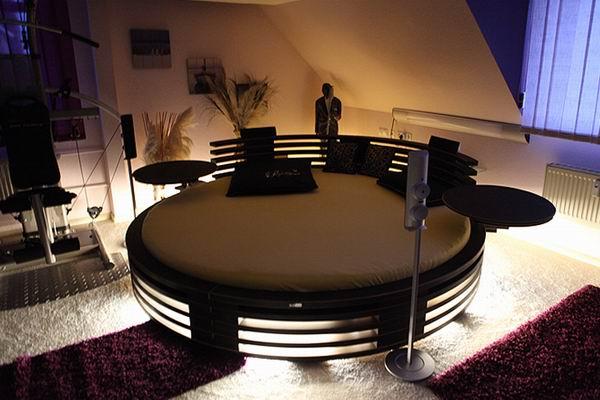 extravagantul pat rotund. Black Bedroom Furniture Sets. Home Design Ideas