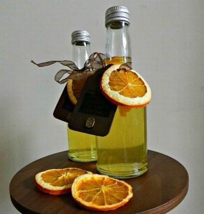 Sticla decorata cu felie confiata de portocala