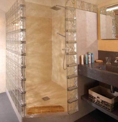 Cabina Dus Caramida Sticla.Perete Durabil și Luminos Proiectat Cu Cărămizi