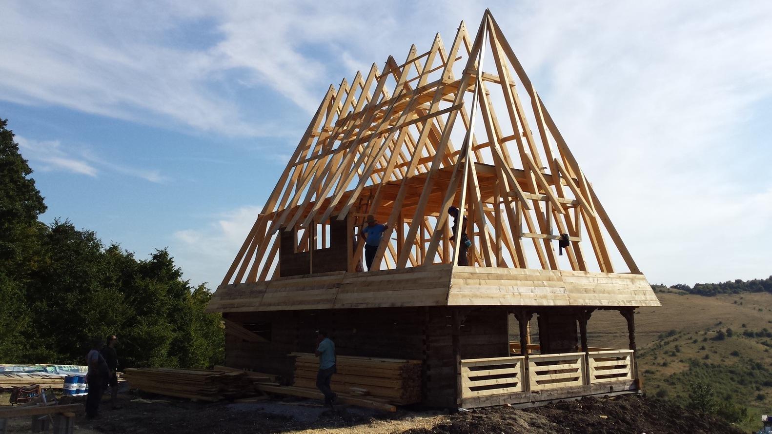 Casa tradiţională din Maramureş, salvată de foc