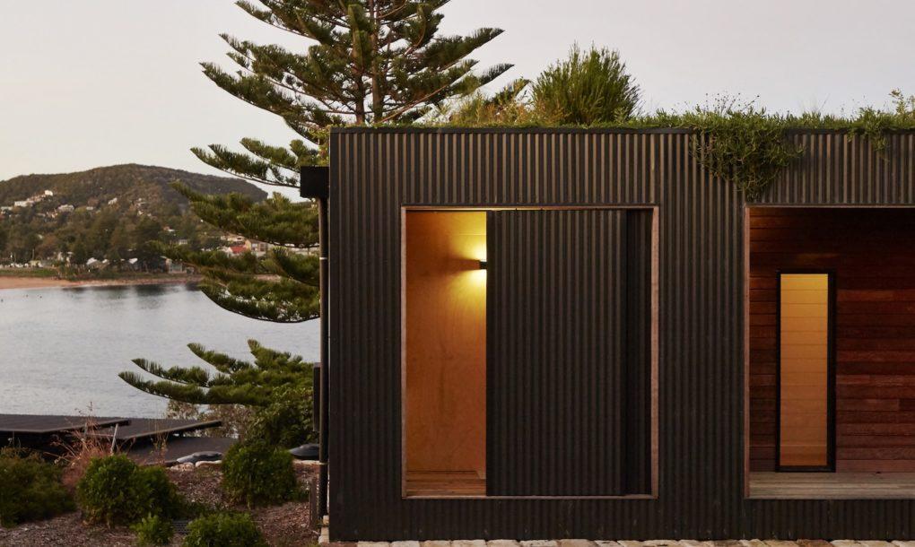 Casa ecologică cu acoperiş verde, construită în şase săptămâni