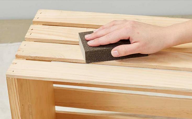 Tutorial: Cum să faci un dulap pentru baie din lăzi de lemn