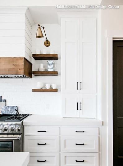 Cele mai bune lucruri pe care le poţi pune pe rafturile din bucătărie