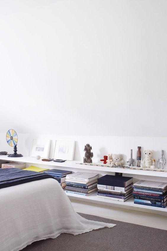 Şapte idei inedite pentru o bibliotecă la tine în dormitor