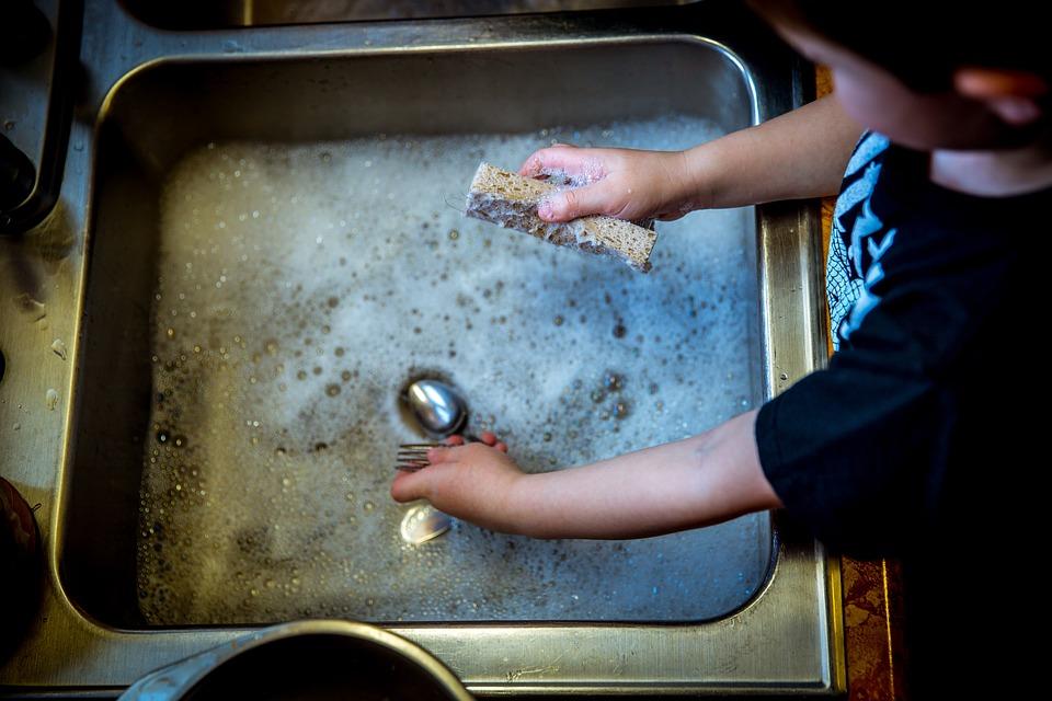 Întrebuințări inedite ale detergentului de vase pe care nu le știai