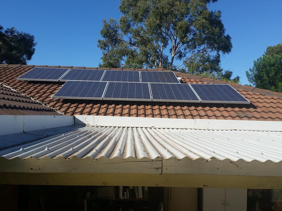 Cum poţi lua 20.000 de lei de la stat să-ţi pui panouri fotovoltaice