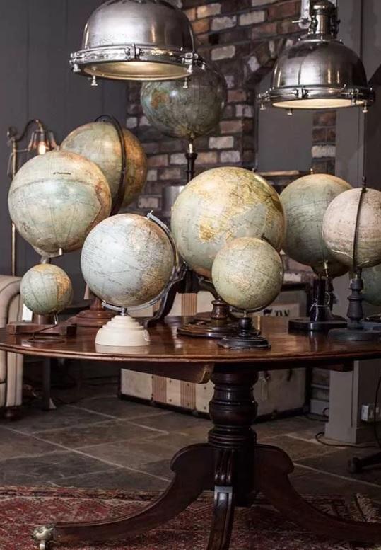 Moduri inedite de a decora cu hărţi vintage şi globuri pământeşti